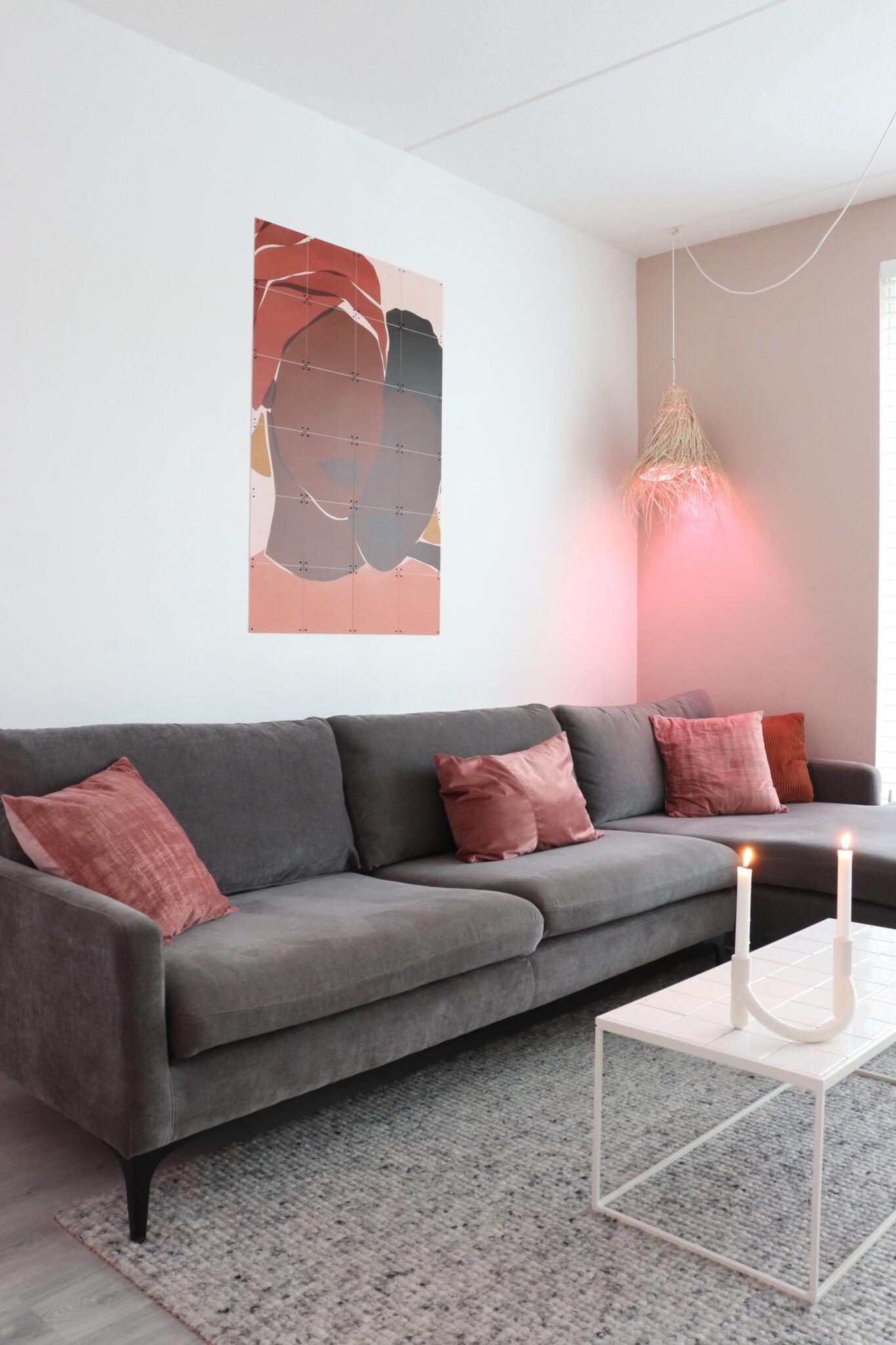 Philips hue lamp boven de bank
