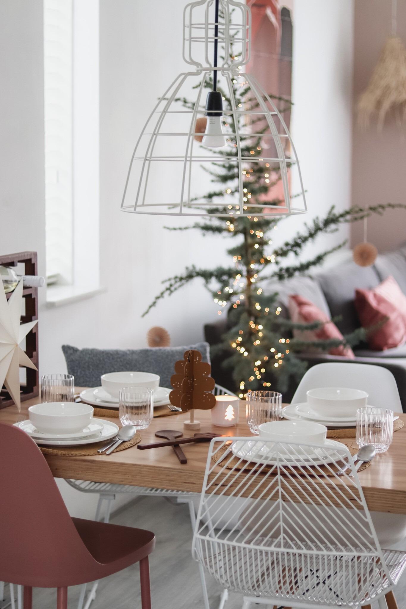 Minimalistische kersttafel styling